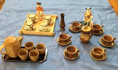 Lot of 3 Coffee set 2 Chinese porcelain figurines and bronze vases for dikora kitchen and home.