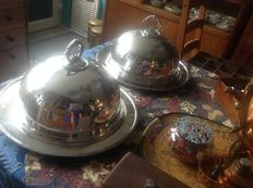 2 beautifull vintage silver plated domes and serving plates.