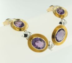 18 kt bi-colour gold necklace set with 8 oval cut amethysts