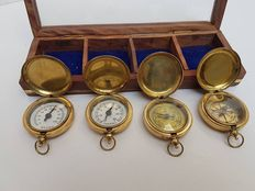 Box with brass: Hygro/Thermometer/barometer and compass