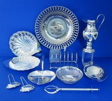 Lot of 10 silver plated objects.