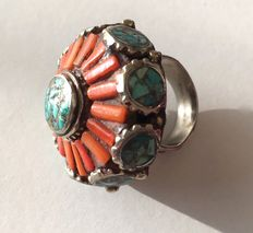 Very impressive ethnic ring – silver, coral and turquoise