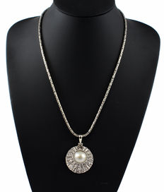 925 sterling silver pendant with Mabe pearl and 925 sterling silver chain with borobudur links