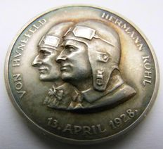 """Weimar Republic, History of Aviation - Silver Medal Commemorating of the First Flight of the """"Bremen"""", 1928 von Hünefeld, Hermann Kohl"""