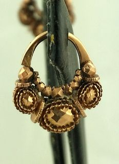 Small Philippine gold earrings, the so-called Tambourine Criolla, which date back to the Spanish Empire.