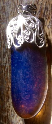 Bluish fluorescent amber pendant in solid silver, grams: 32