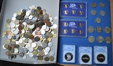 World – Lot of various coins in sets and loose + 1.75 kg various world coins