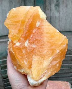Large piece of orange Calcite - 18,5 x 13 x 10 cm - 3.11 kg