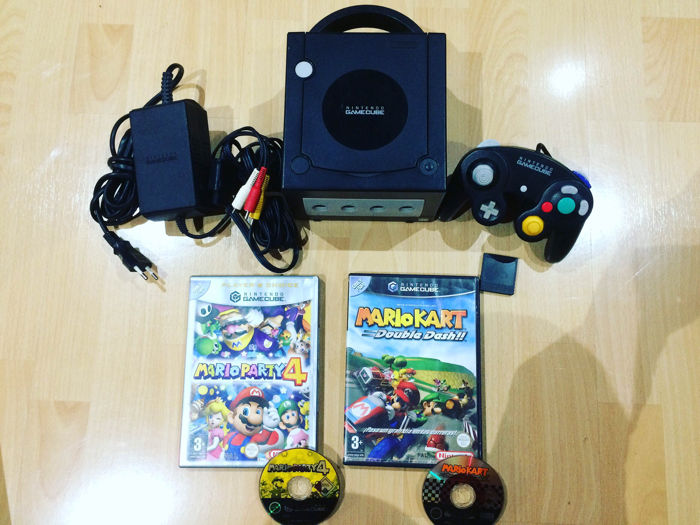 Nintendo Gamecube with controller, cables, memory card and 2 games