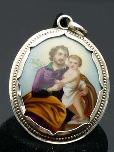Silver pendant with a painted portrait – Antwerp, ca. 1880