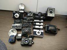 Lot of 18 Agfa cameras and flashes