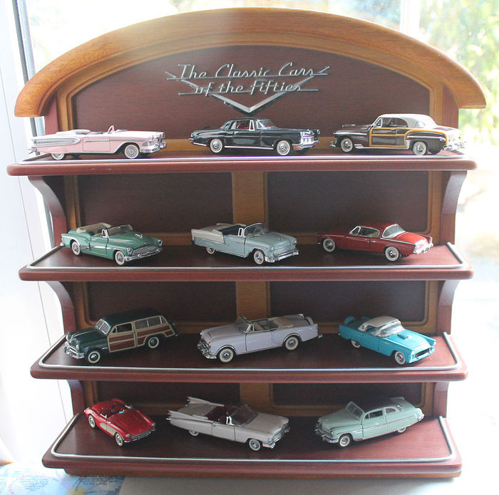 Franklin Mint 1987 - '12 model cars from the 50s' - with shelf