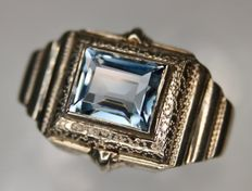 Antique Silver ring with an emerald cut aquamarine Spinel decorated with a massive header - Excellent condition