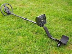 Coinfinder metal detector with open waterproof search coil and LED disc lights.