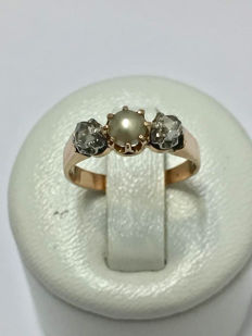 Antique Ring in Gold with Diamonds and a Pearl 'No Reserve Price'.