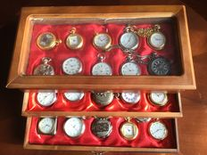 Timepieces - beautiful collection of 33 various pocket watches in luxury cassette of which 2 with necklace