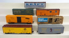 Trix/Athearn/Tyco/Roundhouse H0 - 24902-12/5205/6018/1601 - 8 closed freight carriages 40 inch, 4 of them as a kit