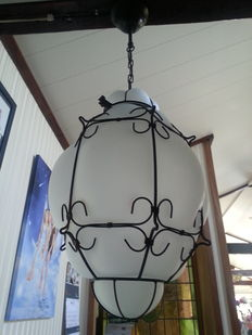 Large and heavy Venetian hang light in matt glass blown in nice decorated metal