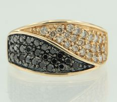 14 kt  gold ring set with champagne-coloured and black brilliant cut diamonds