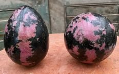 Rhodonite egg and sphere - 10.5 and 8.6 cm - 2.46 kg