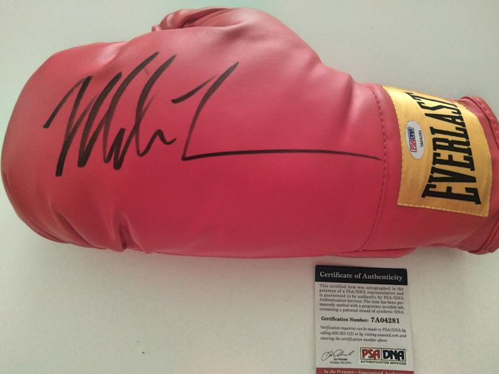 Mike Tyson - Hand signature - Everlast red glove - With a PSA/DNA certificate of authenticity
