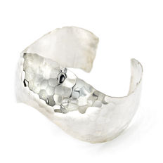 Rigid, open bracelet made of sterling silver with a modern style