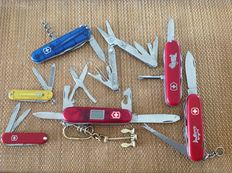 """Lot of 6 Victorinox Swiss knives plus one Leatherman """" Micra """" and a brass anchor keyeings !"""