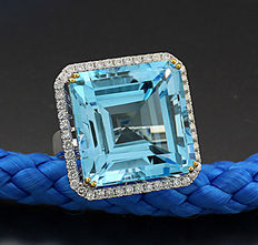 Topaz brilliant ring totalling 51.42 ct in 750 white gold
