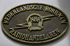"Bronze name sign: ""NEDERLANDSCHE BOND VAN RADIOHANDELAREN"""