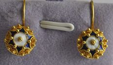 19.2 kt gold earrings