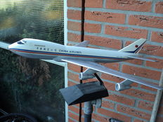 2 model planes China Airlines, travel agency models