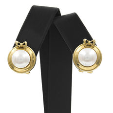 Yellow gold earrings with natural cultured salt water pearls measuring 10 mm in diameter (approx.)