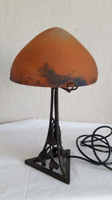 Muller Frères Lunéville - wrought-iron table lamp with glass shade
