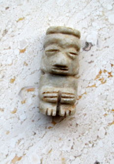 Pre-colombian hard stone idol, 39 mm