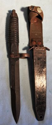 Bayonet for G3, Germany with belt holder, in used but good condition 20th century.