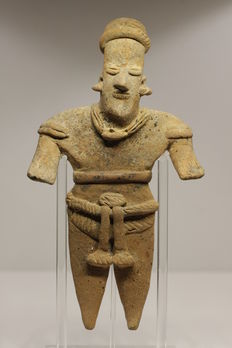 A pre-Columbian anthropomorphic earthenware figure - 19.5 cm high