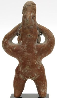 Pre-Columbian woman figure from the Colima culture Mexico including luxurious metal stand - 13 cm