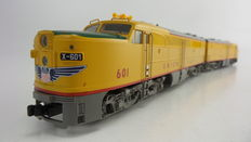 "Märklin H0 - 37610/49610 -Heavy diesel locomotive ""ALCO PA-1"" with booster locomotive of Union Pacific"