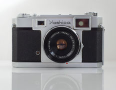 Yashica 35, Rangefinder (shutter works) with original bag and accessories