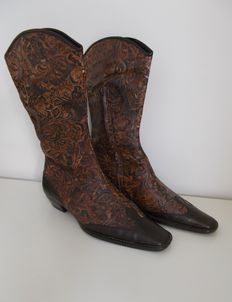 Half-height Western boots by Marc Cain