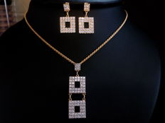 Set of necklace and earrings in 18 kt (750/1000) yellow gold. Total weight: 12.23 g.