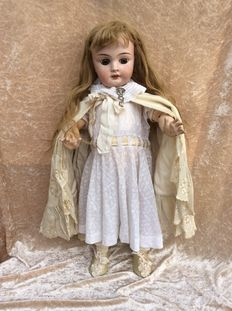 Antique articulated girl doll nr. 11 on French body