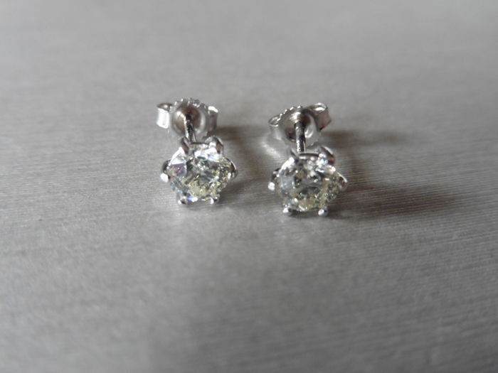 18k Gold Solitaire Diamond stud Earrings - 1.50ct
