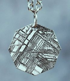 Muonionalusta  Meteorite - Oktaedrite IVA - Etched and rhodium plated -  8 edged honeycomb Jewelry Pendant - 2.00 x 2.00 cm - 4.95 g