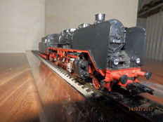 Märklin H0 - locomotive with pulled tender BR41 of the DR, with smoke generator and chassis light