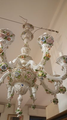 8 lights Capodimonte Chandelier with flowers