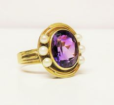 585 gold ring with amethyst approx. 4.1 ct and 6 white cultivated pearls (diameter 3 mm)