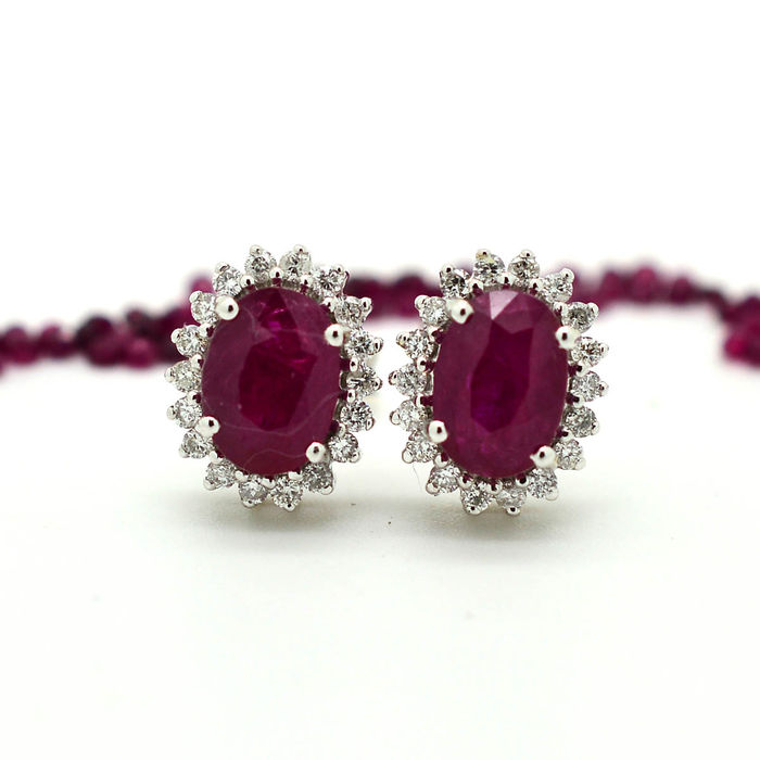 18 kt gold earrings with rubies and brilliant cut diamonds totalling 2.50 ct ***No Reserve***