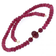 Ruby necklace with 18 kt/750 yellow gold clasp