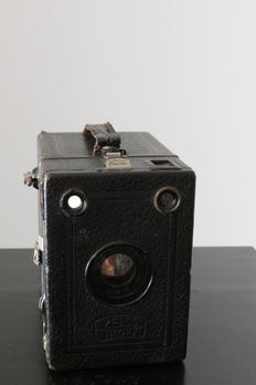 Original early  ZEISS IKON Box Tengor 54/2 box camera with its leather case.